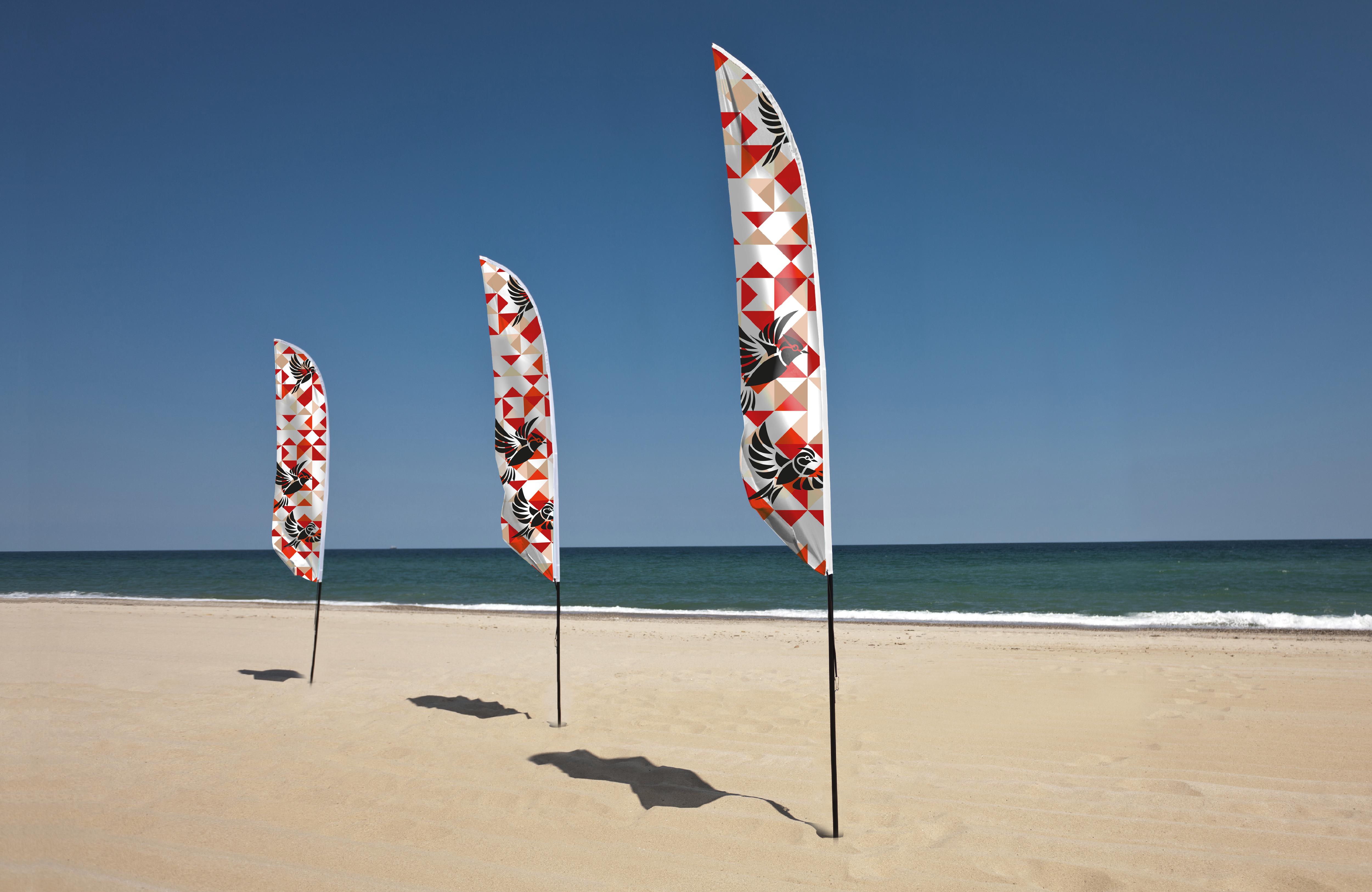 Beachflagi — jak i gdzie wykorzystać flagi reklamowe w sezonie letnim?